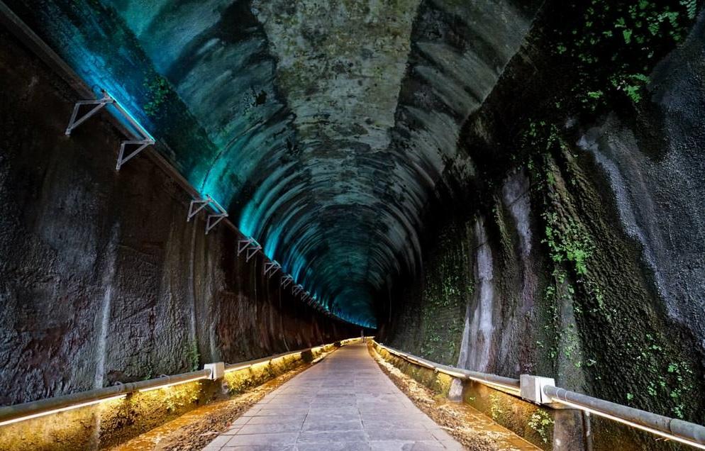 萬眾期待的隧道內的七彩霓虹燈已修復完畢~