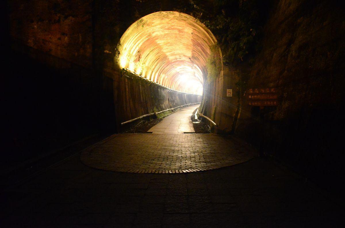 隧道燈光照片
